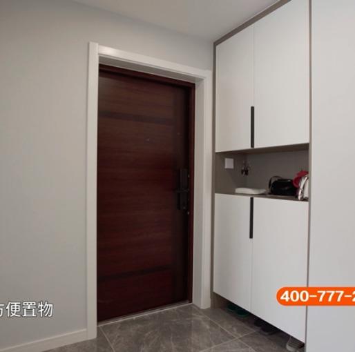 178m²陈旧欧式老房变身现代简约新空间,简单而奢华的都市风情(玄关)